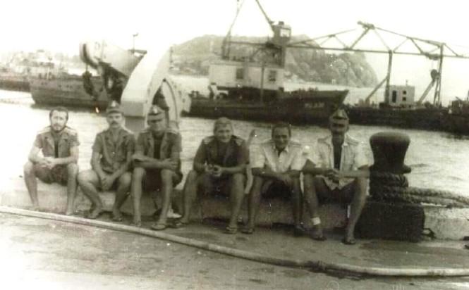 Tháng 4 năm 1982. Việt Nam, Cam Ranh, cầu tàu