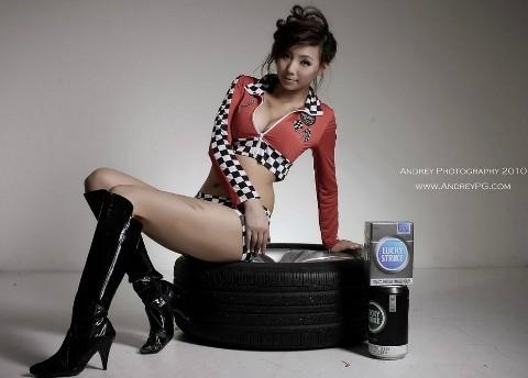 Cô nàng gợi cảm bên lốp xe - ảnh 9