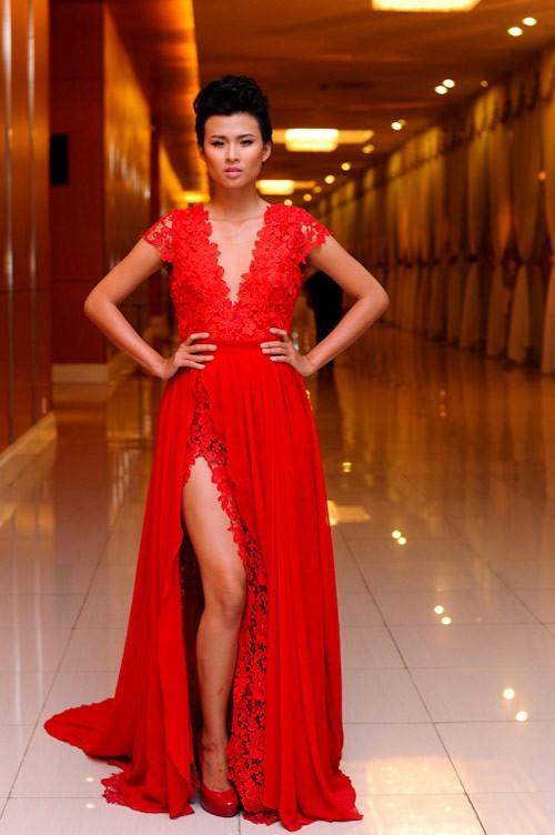 Thiên Trang Next Top diện đầm ren đỏ nổi bật