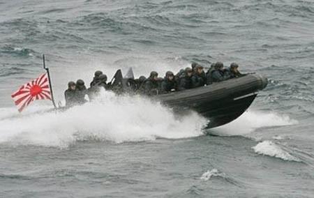 Cảnh sát bờ biển Nhật Bản trong một đợt diễn tập