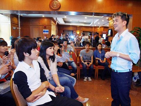 Đàm Vĩnh Hưng trò chuyện với các thí sinh 'The Voice'