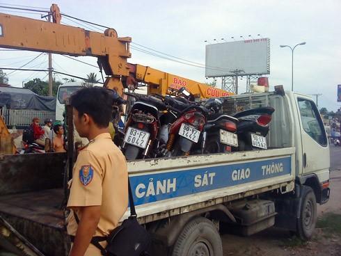 Các xe máy bị nạn được đưa về điều tra. Ảnh: An Nhơn (VnExpress)