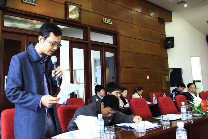 Nhà báo Ngọc Tiến, báo Tiền Phong đóng góp ý kiến. Ảnh: Xuân Tùng
