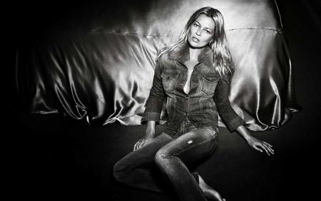 Kate Moss cởi áo khoe... quần - ảnh 5