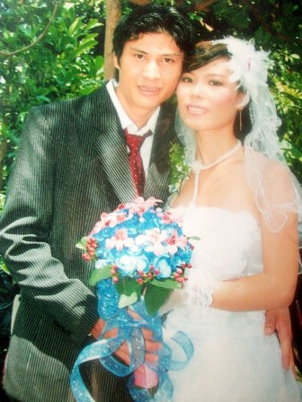 Vợ chồng nạn nhân trong ngày cưới