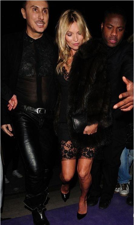 Siêu mẫu Kate Moss lộ đầu gối nhăn nheo - ảnh 3