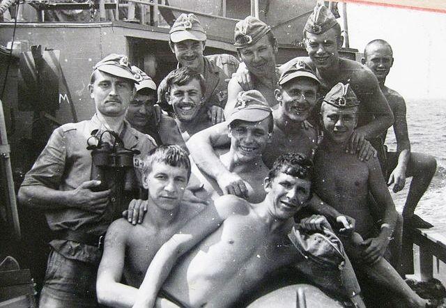 1979, Biển Đông, các thủy thủ và thủy thủ trưởng hết ca trực (lưu trữ của trung sỹ hải quân về hưu Оvsiankin V.А.)