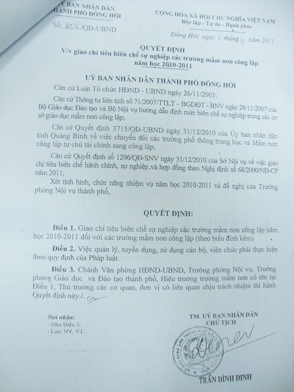 Một trong các quyết định liên quan của ông Dinh để các trường nhận lương khống