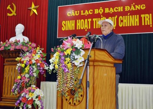 Ông Hoàng Châu phát biểu phản đối sau khi Bí thư Thành ủy Hải Phòng dứt lời (ảnh: NQV.)