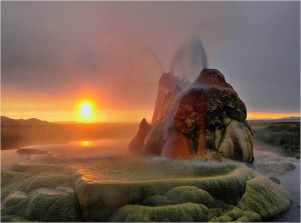 Chiêm ngưỡng 'vòi phun thiên nhiên' cầu vồng tuyệt đẹp - ảnh 5