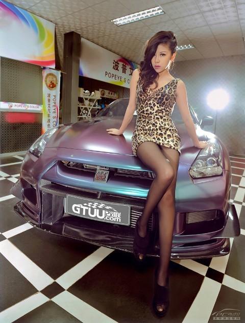 'Báo gấm' tạo dáng bên Nissan GTR - ảnh 1
