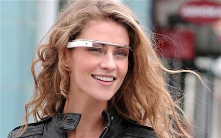 Google Glass dự kiến có mặt trên thị trường vào cuối năm 2013