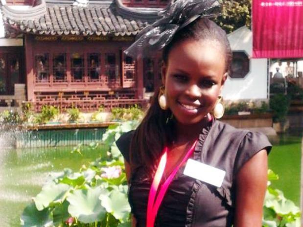 Hoa hậu đẹp nhất TG 2012: 'Cái nết đánh chết cái đẹp' - ảnh 1
