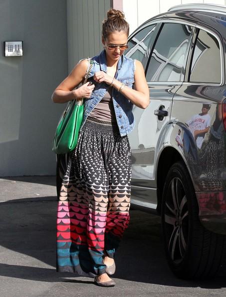 Jessica Alba mê mẩn váy maxi - ảnh 10