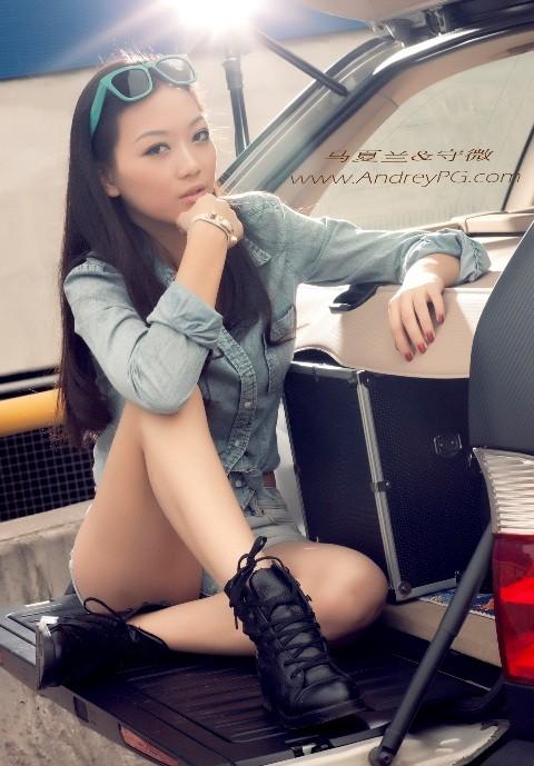 Người mẫu sexy bên xế hộp BMW - ảnh 2