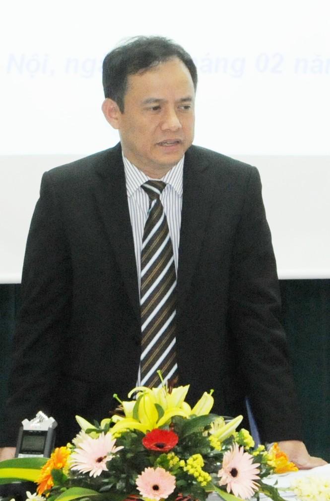 Chú thích ảnh: Ông Nguyễn Anh Việt thông báo kết quả khắc phục sự cố vỡ đường ống dẫn nước của công ty sông Đà. Ảnh: Tuấn Nguyễn