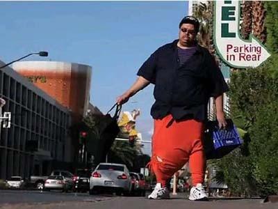 Người đàn ông có 'của quý' nặng 45 kg - ảnh 1