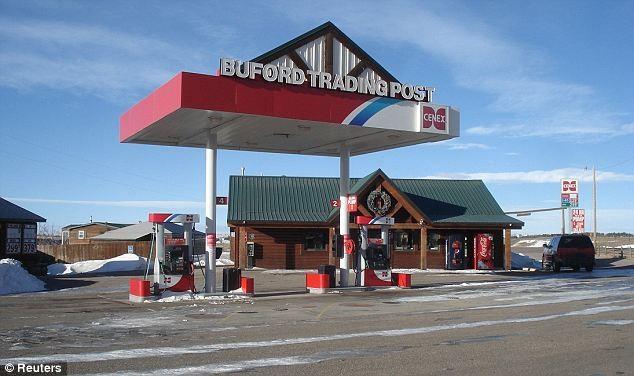 Thị trấn Buford, bang Wyoming với trạm xăng và quán tạp hóa bên cạnh. Ảnh: Reuters