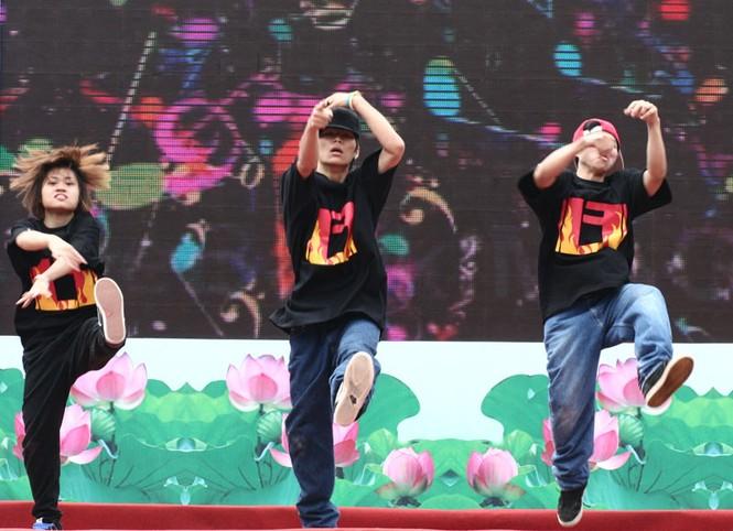 Nhóm nhảy đến từ trường Cao đẳng Cộng Đồng Hà Nội đạt giải nhất cuộc thi