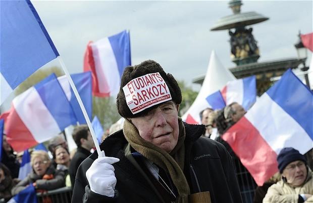 Hình ảnh cụ già trước buổi bầu cử