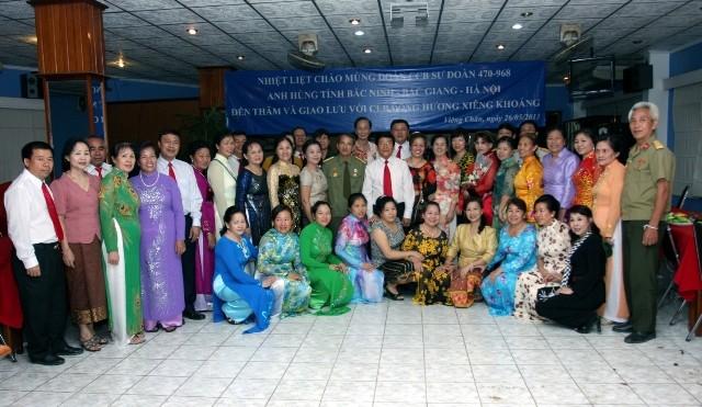 Đoàn gặp gỡ, giao lưu với Hội đồng hương Việt kiều tỉnh Xiêng Khoảng tại Viêng Chăn