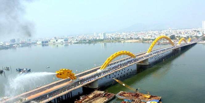 'Rồng thép' lớn nhất thế giới ở Đà Nẵng phun lửa - ảnh 8