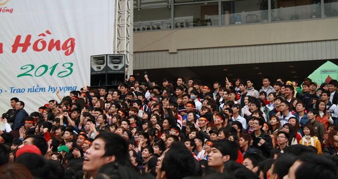 Rất đông các bạn trẻ bị thu hút bởi các trò chơi hài hước của Xuân Bắc. Ngoài ra, chương trình còn mời nhiều nghệ sĩ nổi tiếng khác đến biểu diễn
