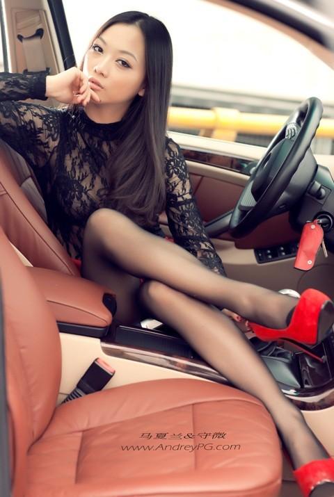 Người mẫu sexy bên xế hộp BMW - ảnh 13