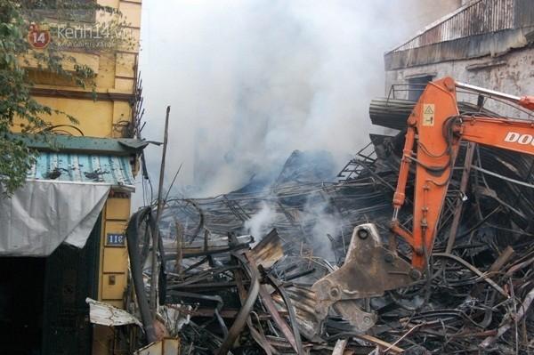 Ngôi nhà 116 nằm bên trái ngôi nhà bị cháy rụi