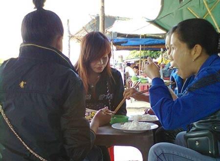 Bữa cơm bụi của dân sòng bài