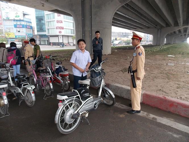 Nhiều sinh viên đi xe đạp điện không MBH - ảnh 7