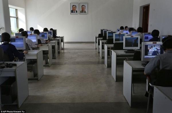 Sinh viên tại trường ĐH Công nghệ Kim Chaek, Bình Nhưỡng