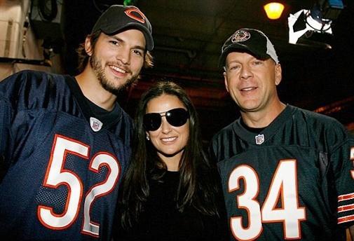 Cả Ashton và Kutcher đều đến thăm và động viên vợ cũ
