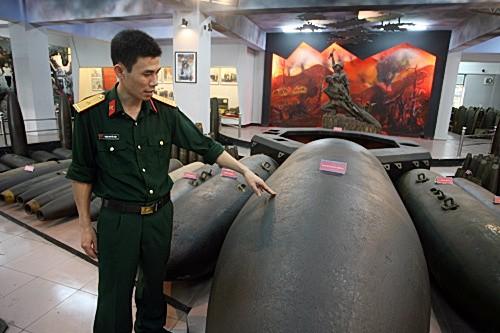 Theo thiếu úy Phạm Nguyễn Điệp, cán bộ bảo tàng công binh thì quả bom này và nhiều qủa bom cùng loại khác thả xuống Việt Nam dều không được ghi ký hiệu, mã số