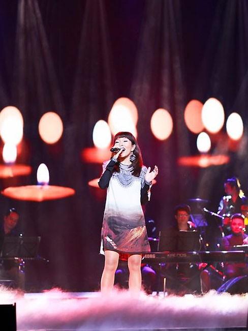 Hà Trần với ca khúc 'Đôi tay mẹ' đang đứng ở vị trí thứ 3