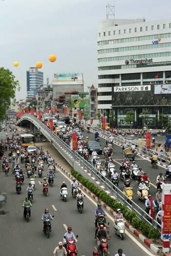Quy hoạch giao thông, nhìn từ 2 cầu vượt nhẹ - ảnh 2