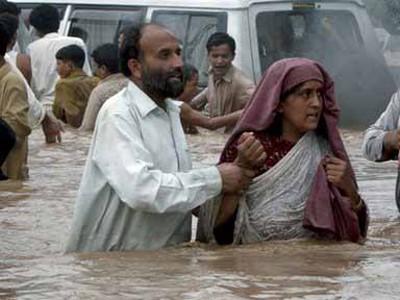 Nhà cửa bị ngập, người dân Pakistan sơ tán