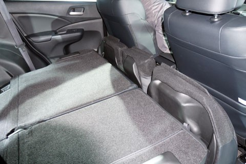 Hàng ghế sau gập gọn, tạo mặt phẳng cho khoang hành lý