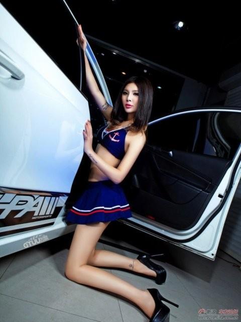 Chân dài khoe dáng xinh bên Volkswagen - ảnh 10