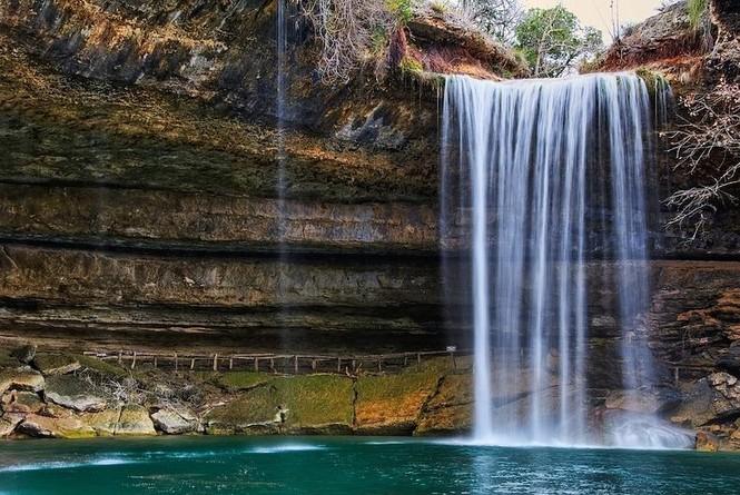 Hồ nước đẹp lung linh dưới mỏm đá - ảnh 3