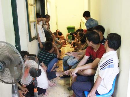 Các con bạc bị bắt giữ tại trụ sở PC45 - CAHN