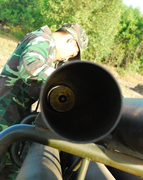 Nạp đạn cho pháo
