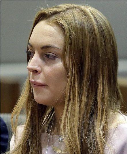 Lindsay tỏ ra khá mệt mỏi và căng thẳng trong suốt phiên tòa