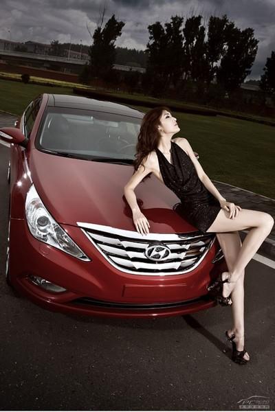 Mỹ nhân khoe sắc bên Hyundai Sonata - ảnh 10