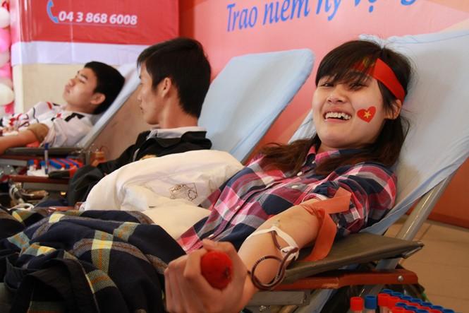 Hàng nghìn bạn trẻ tham gia hiến máu - ảnh 8