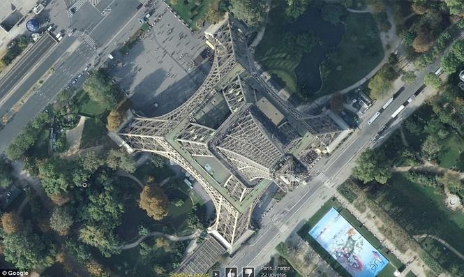 Tháp Eiffel, Paris - biểu tượng của nước Pháp.