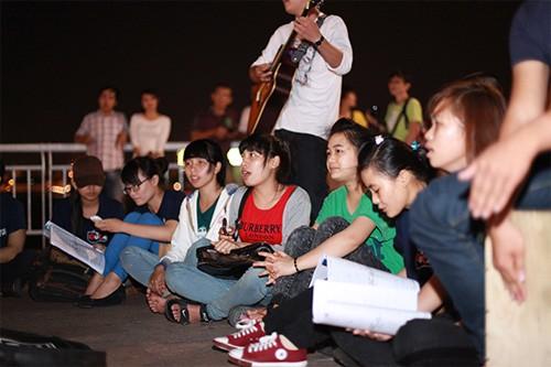 Sao Việt cùng ngàn bạn trẻ 3 miền đón Giờ Trái đất - ảnh 10