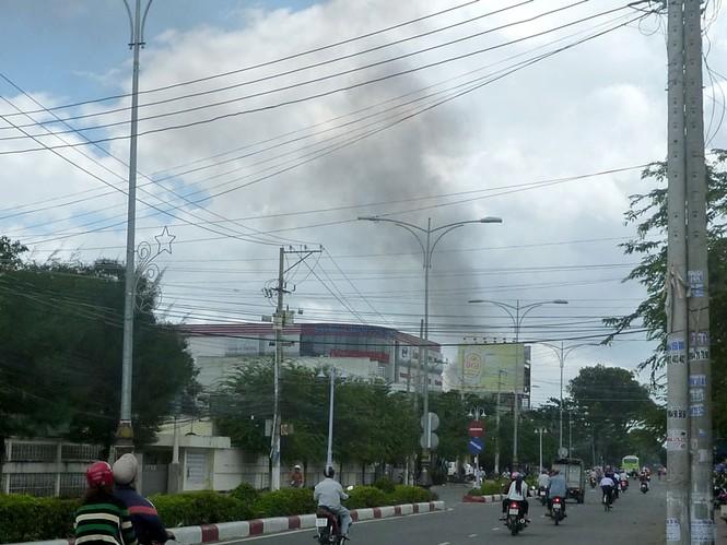 Cháy lớn vựa trái cây ở Tiền Giang - ảnh 1