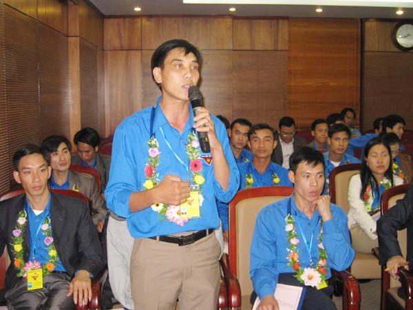 Bí thư Đoàn cơ sở hiến kế thu hút thanh niên. Ảnh: Lưu Trinh