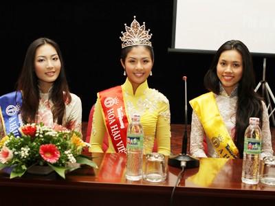 Hoa hậu Đặng Thị Ngọc Hân và 2 Á hậu tại báo Tiền Phong